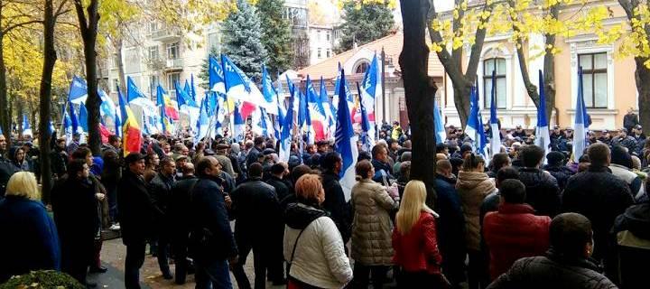"""(VIDEO, FOTO) Mii de oameni la mitingul Partidului Nostru: """"Jos tarifele majorate! Jos Timofti! Vrem alegeri anticipate!"""""""