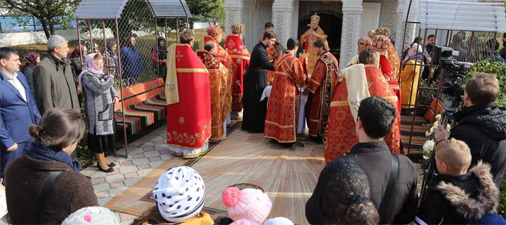Чубашенко принял участие в Архиерейской службе в коммуне Пражила