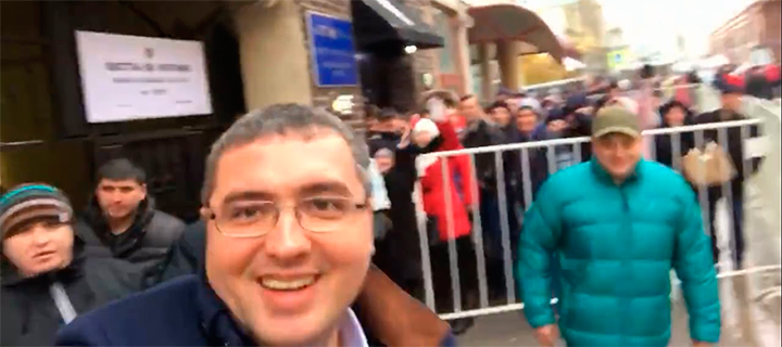"""Renato Usatîi a votat în Ambasada RM în Moscova: """"Împotriva regimului banditesc a lui Plahotniuc""""!"""