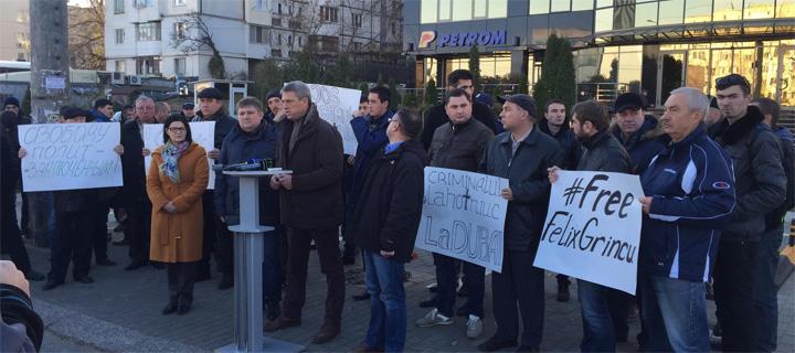 Активисты «НП» – Плахотнюку: «Ты превратил Молдову в полицейское государство!»