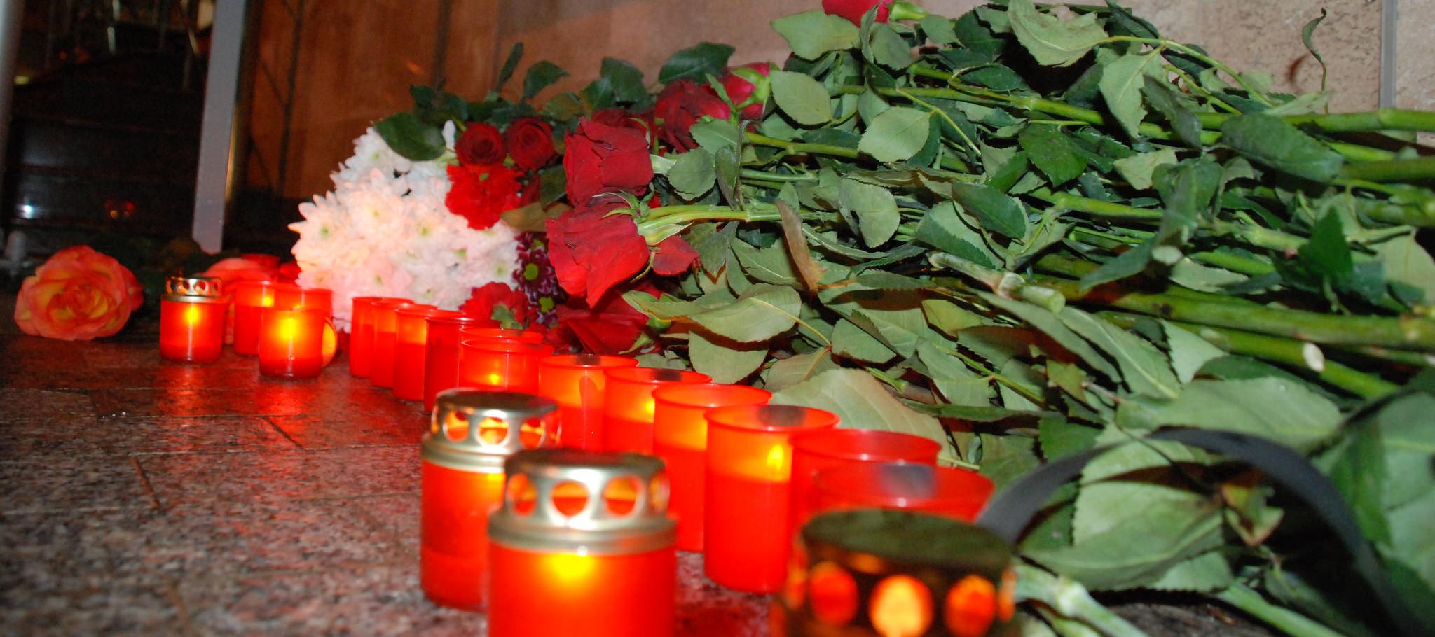 """Activiștii """"Partidului Nostru"""" au depus flori la ambasadele Rusiei și Germaniei"""