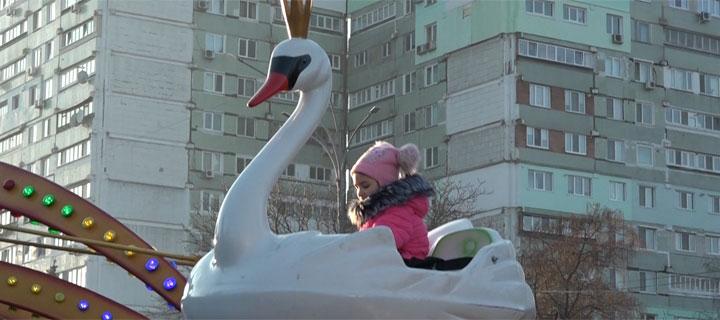 Copii din Bălți au primit 600 de bilete la parcul de distracții