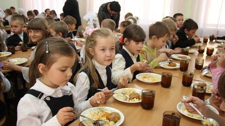 Для бельцких школьников из социально уязвимых семей разработали улучшенное меню