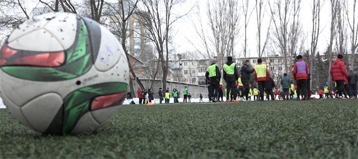 Cadouri din partea lui Usatîi și un masterclass pentru cei 180 de copii de la școala de fotbal din Bălți