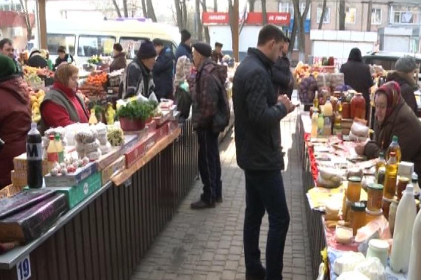 La solicitarea comercianţilor, la Bălţi au fost înlocuite mesele din piaţă